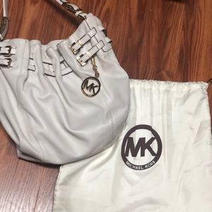 Women's White Camden Large Leather Shoulder Bag